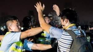 Hong Kong protests: Clashes as police clear road