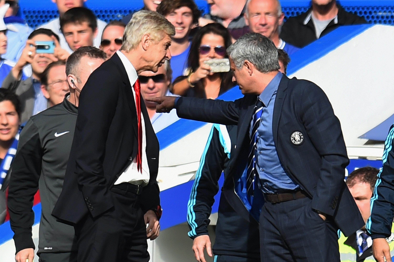 Arsene Wenger apologises for shoving Jose Mourinho