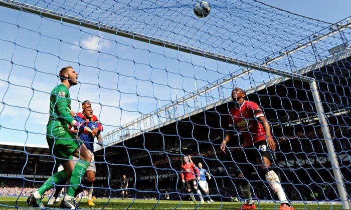 Everton trash Manchester United 3 - 0
