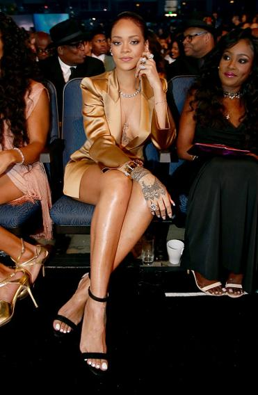 Rihanna stuns at BET awards  wearing a roll of duct tape as  bracelet