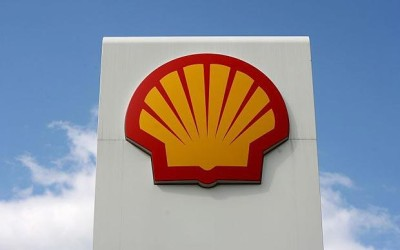 Shell tasks contractors over safety, rewards champions