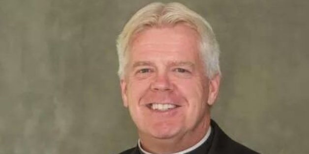 Gay Catholic priest gets post at New Jersey parishes