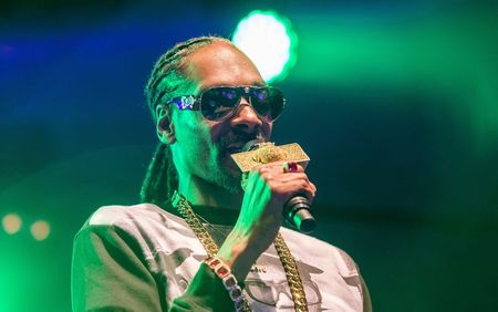 Snoop Dogg stopped in Italy airport with $422,000 in cash