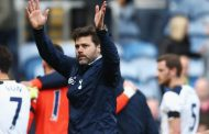 "After Chelsea slip, Tottenham ""dream"" of snatching title"