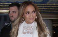 Jennifer Lopez shows off her ageless, makeup-free skin on Instagram
