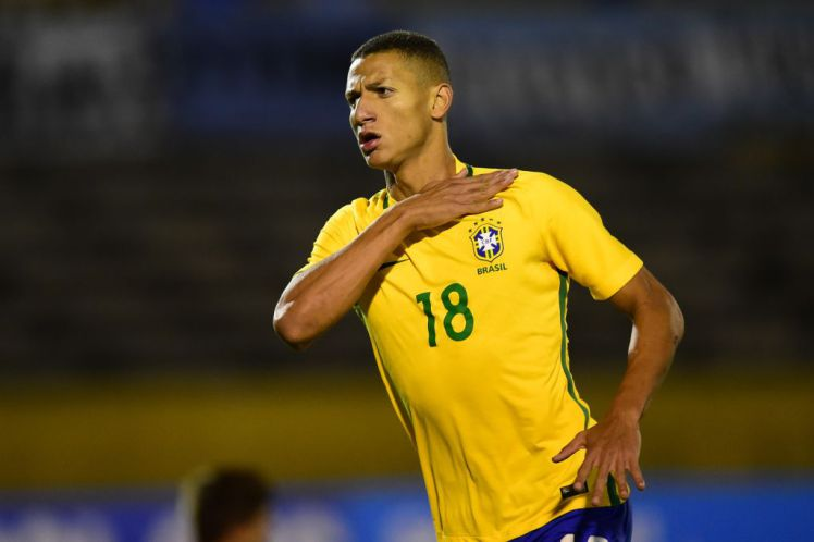 Brazil beat Uruguay as Cavani sent off