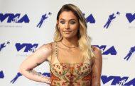 Paris Jackson wows in underwear on the 2017 VMAs red carpet