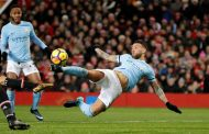 Man Utd beaten 2-1 by Man City 2, outclassed by slick David Silva as City surge 11 points clear in title race