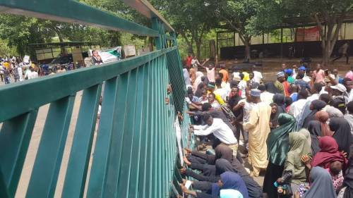 Police arrest 40 after Shiite members invaded National Assembly to protest  continued detention of  El-Zakzaky