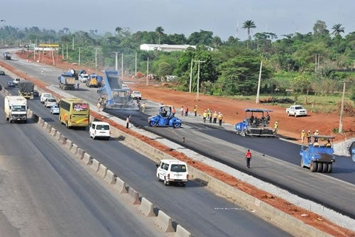 Lagos-Ibadan road: Motorists to endure gruelling traffic jam for four months as FG sets December target  for contractors