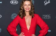 'This is what I really look like at 54': Paulina Porizkova embraces aging in makeup-free selfie