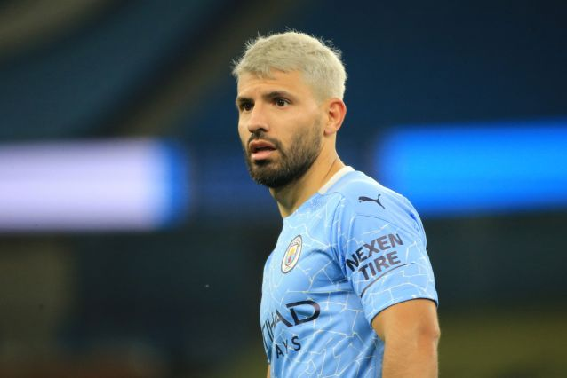 Manchester City star  Sergio Agüero grabs female referee while arguing call