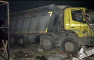 Truck crushes 15 workers sleeping on roadside