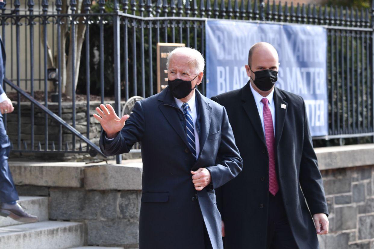 Joe Biden stops motorcade on return from church to buy bagels from trendy bakery