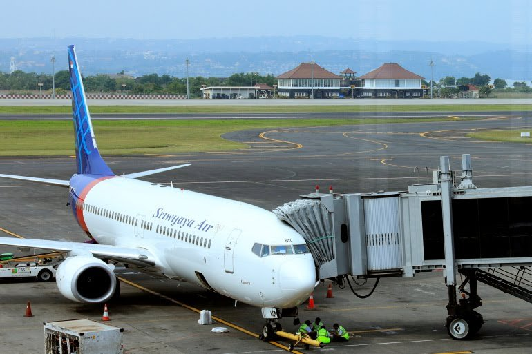 Breaking: Indonesia's Sriwijaya Air plane loses contact minutes after takeoff