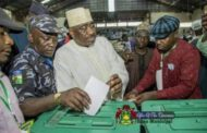 Police officer seen in viral picture voting during APC congress